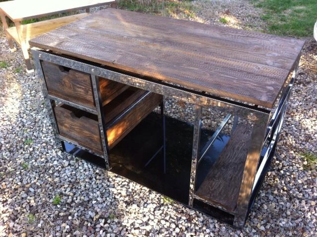 Bureau en 130 par 70 cms plateau bois ton ancien sur structure inox
